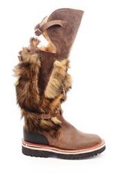 Унты – теплая,  зимняя обувь на все случаи жизни