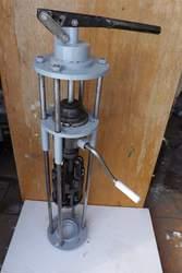 Закаточный.Укупорочный механизм для винтовой бутылки.